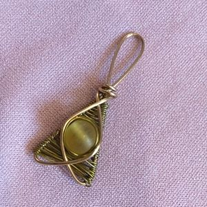 🇨🇦 Wire Weaved Amber Glass Cats Eye pendant